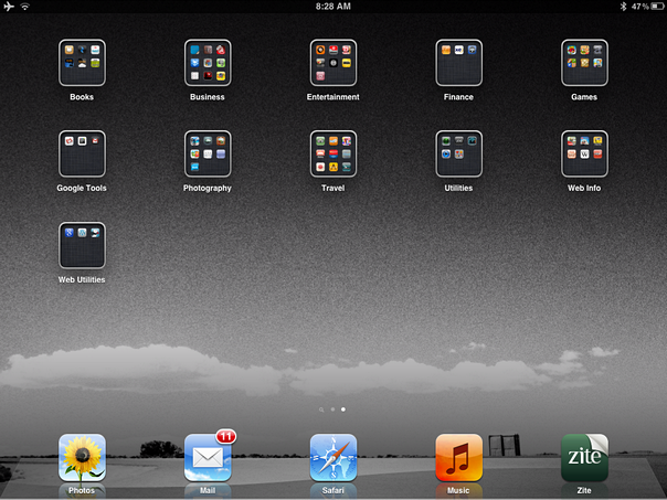Creative ways to organize your ipad apps slashdigit for Cool way to arrange iphone apps